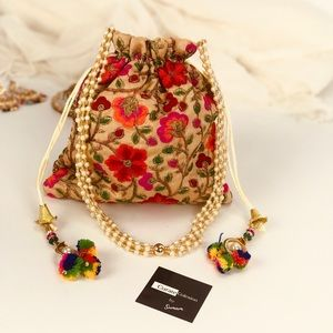 Handbags - 💥NEW💥 Boho Chic Drawstring Clutch Bag